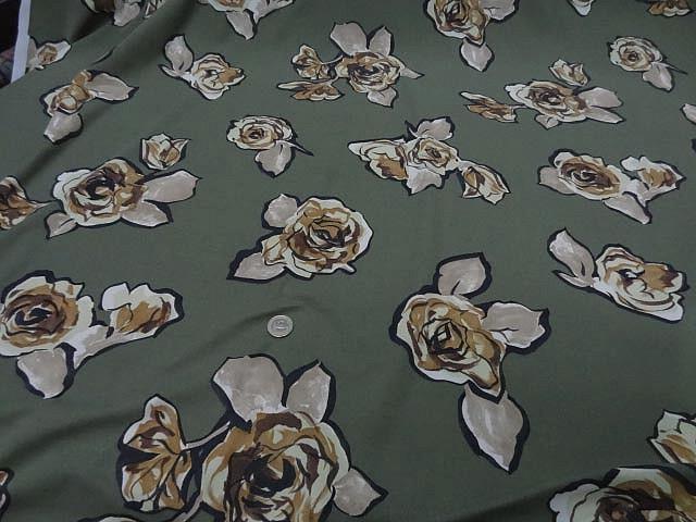 Jersey lycra vert asperge motif fleurs decoupees 2