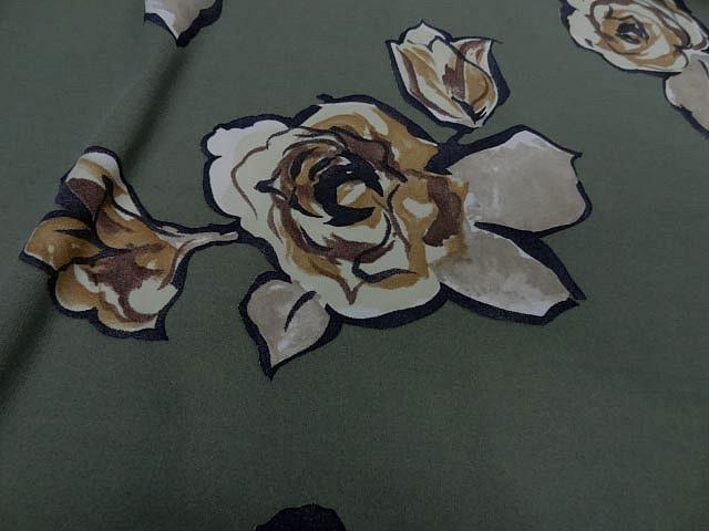 Jersey lycra vert asperge motif fleurs decoupees 4