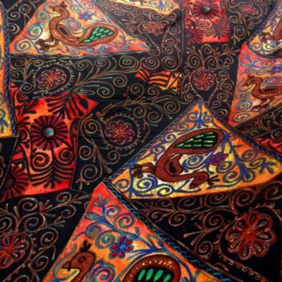 Jersey pur coton noir motifs naifs africains colores 1