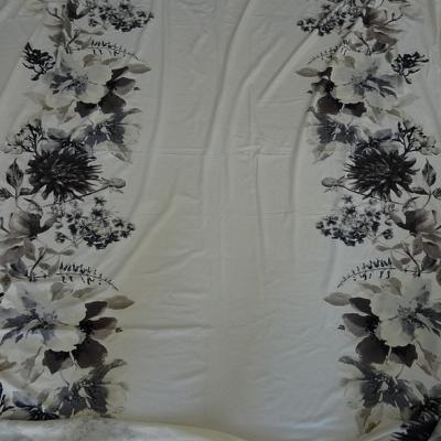 Jersey viscose blanc ecru fleuri taupe et gris 2
