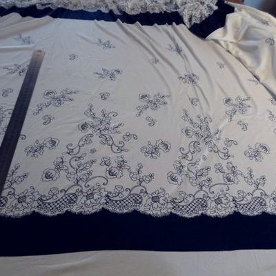 Jersey viscose bleu blanc dentelle 01