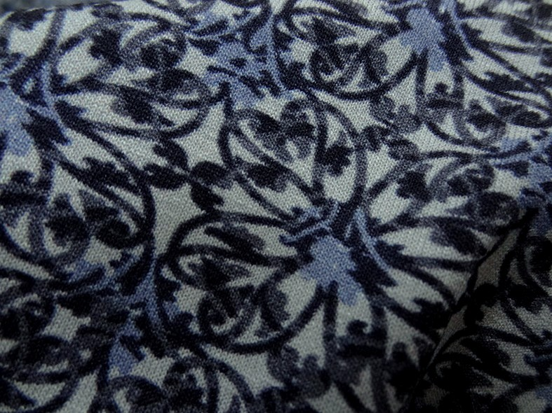 Jersey viscose lycra carres de fleurs bleues 4