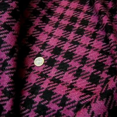 Lainage facon tartan pied de coq noir rose 2