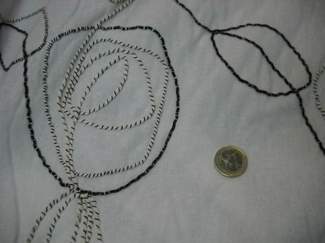 Lin blanc brode avec atebas en laine 1