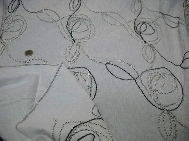 Lin blanc brode avec atebas en laine 2