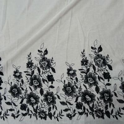Lin blanc casse embase fleurie noire 1