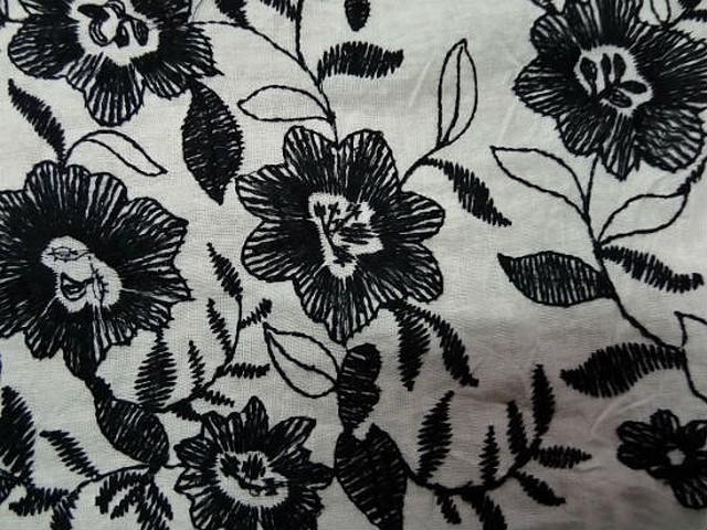 Lin blanc casse embase fleurie noire 3