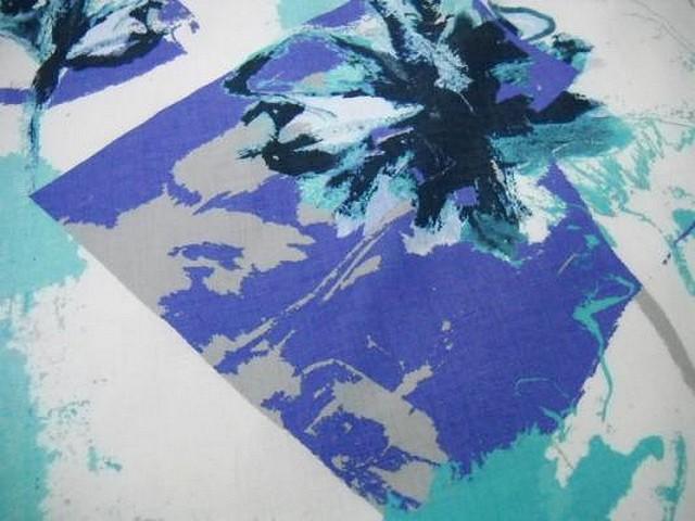 Lin blanc motif fleurs modernes indigo cyan 2