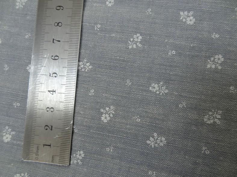 Lin gris clair fleurs blanches 1