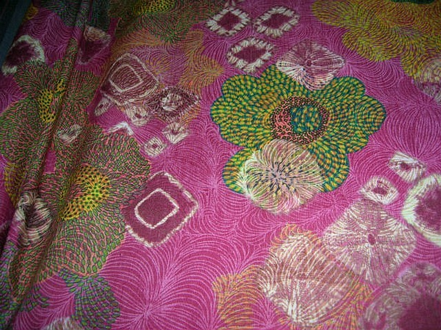 Lin rose framboise motif fleurs en pointillisme 2