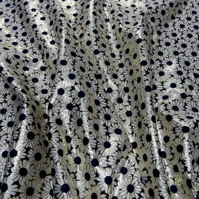 Lycra blanc bleu motif marguerites bord petales or 1