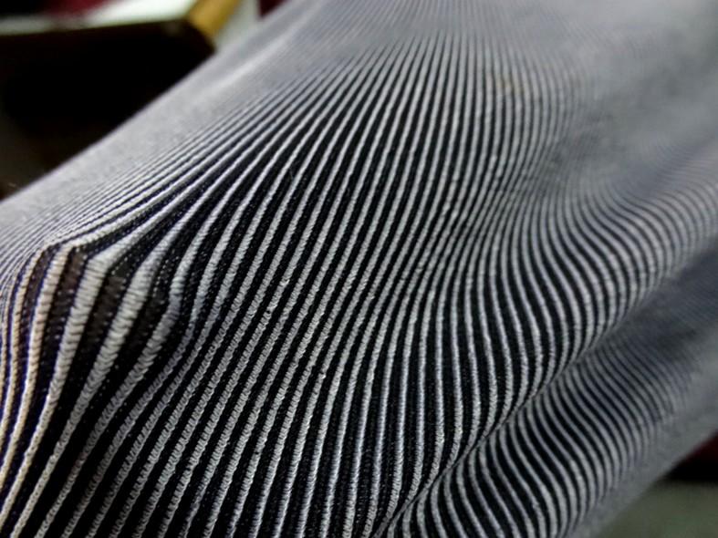 Lycra finement cotele moire noir et gris perle 4