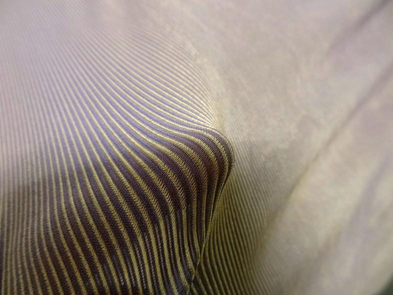 Lycra finement cotele teintes moirees lilas et or 3