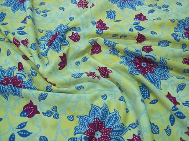 Lycra fond marbre jaune pale fleurs passiflore 3