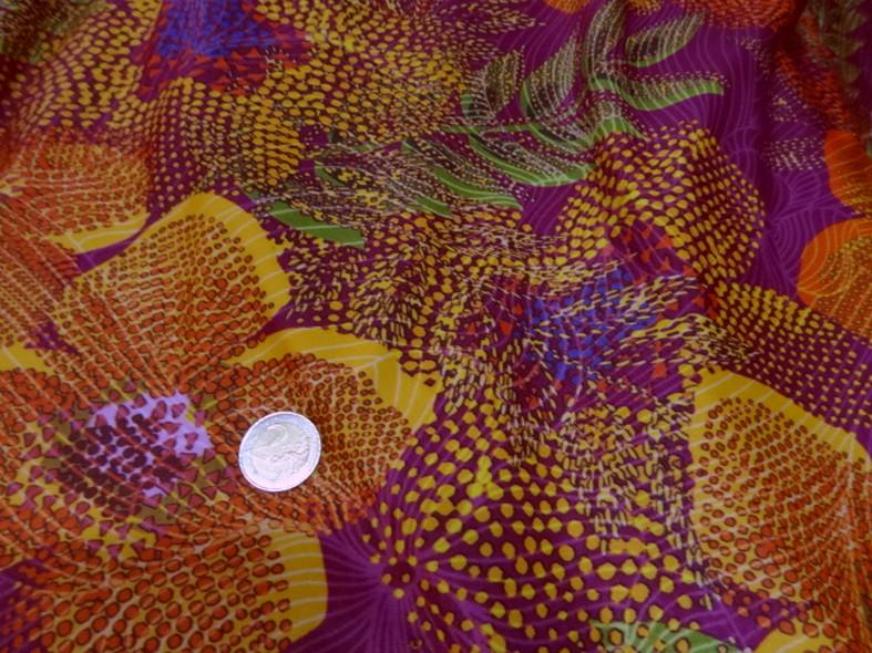 Lycra framboise motif fleurs pointillisme 2