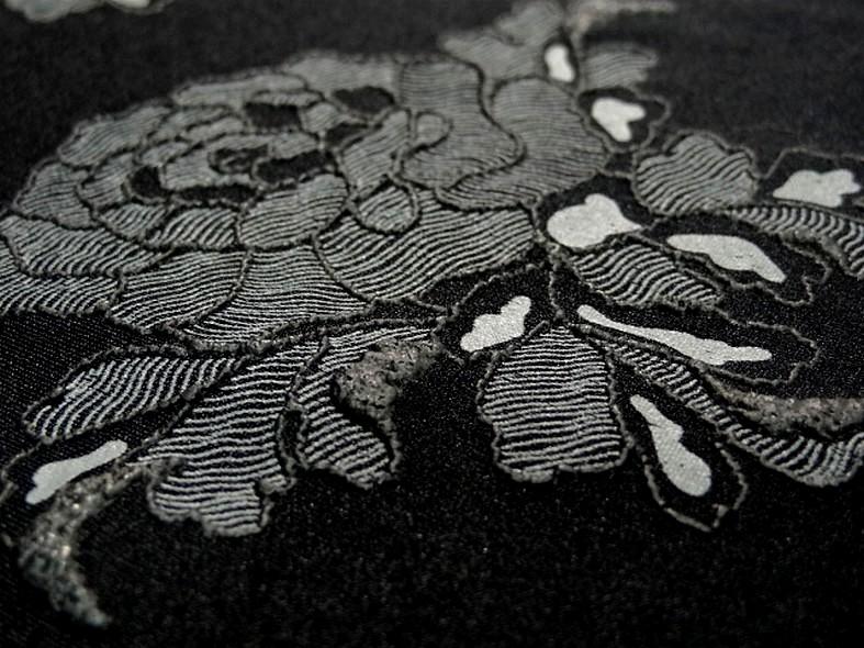 Lycra noir fin application motif roses grises en relief 4