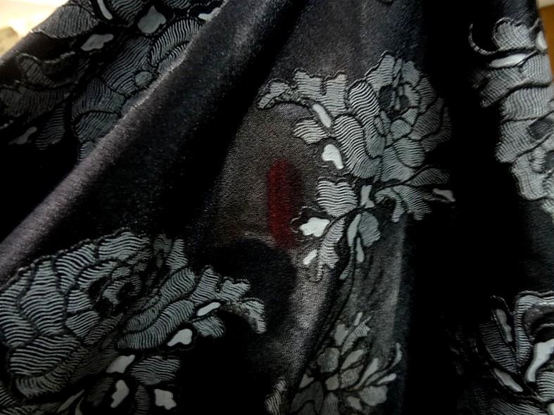 Lycra noir fin application motif roses grises en relief 5