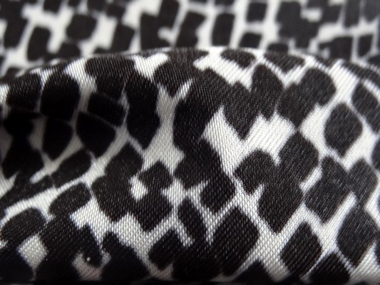 Lycra petits carreaux noir sur blanc 01 4