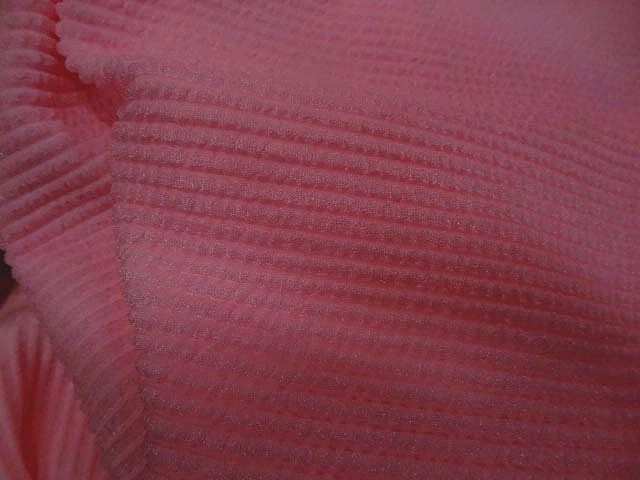 Lycra rose chaud rayures cloquees 2