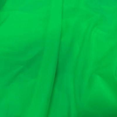 Lycra satine vert perroquet 1