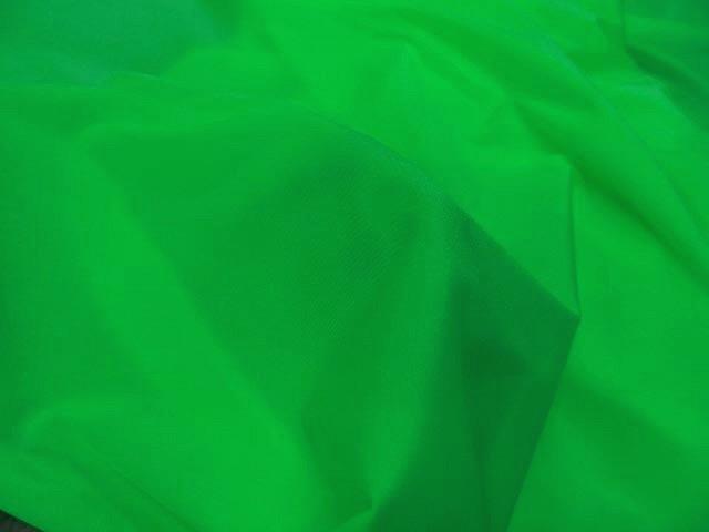 Lycra satine vert perroquet 3