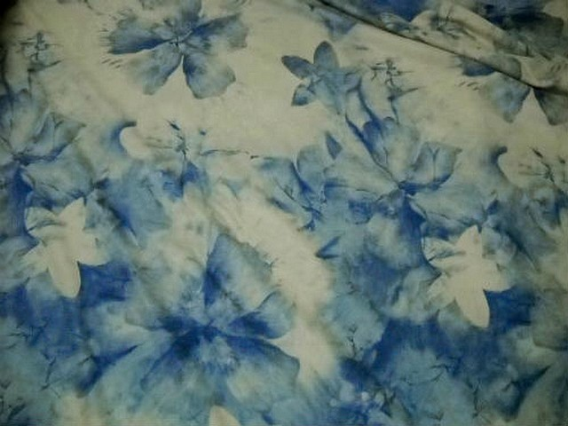 Lycra teinte chamois fleurs denim 2