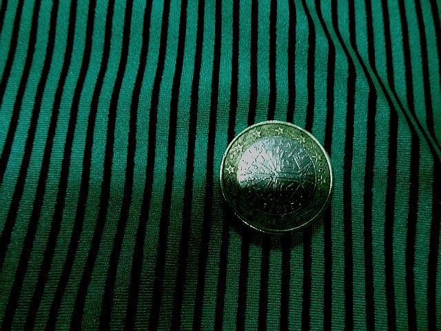 Lycra vert satine a rayure noire