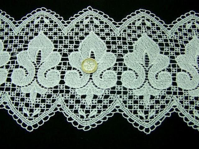 Macrame blanc carre et fleur de lis 2