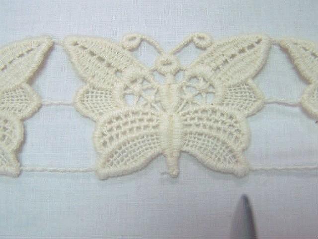 Macrame ecru motif papillon 1