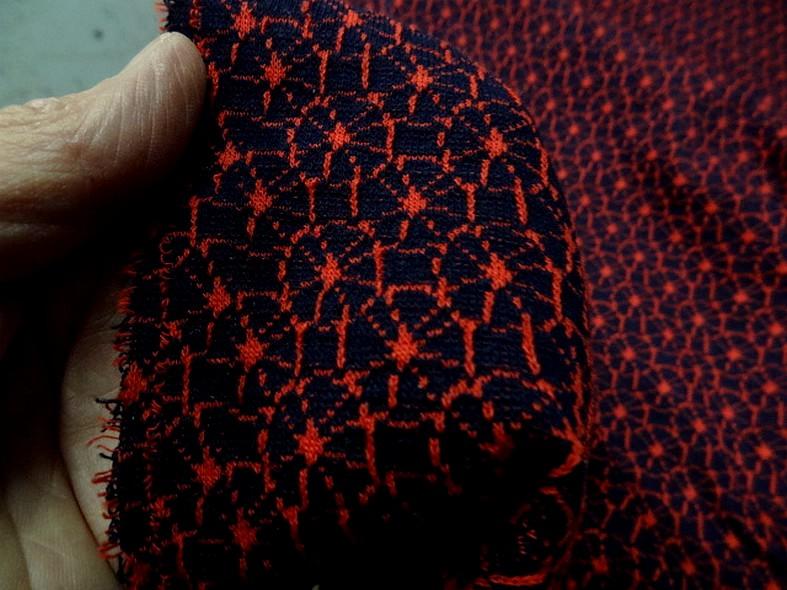 Maille lainage bleu marine motif japonais rouge 5