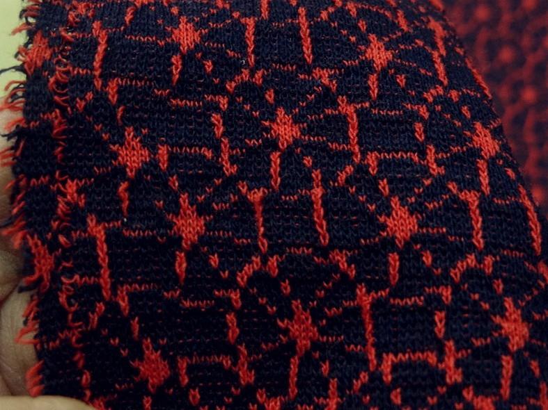 Maille lainage bleu marine motif japonais rouge 6