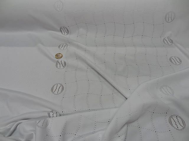 Maille lycra blanche motif central carreaux ondules 1