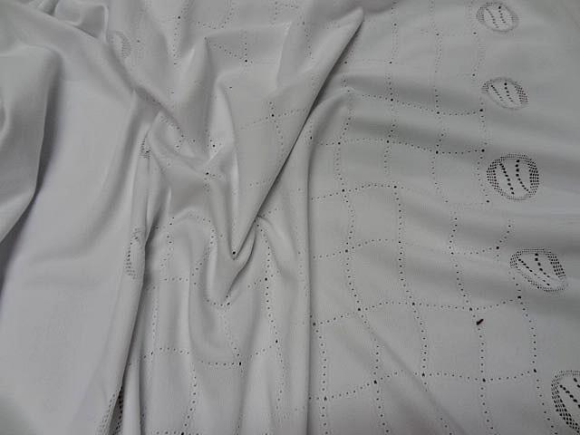 Maille lycra blanche motif central carreaux ondules 2