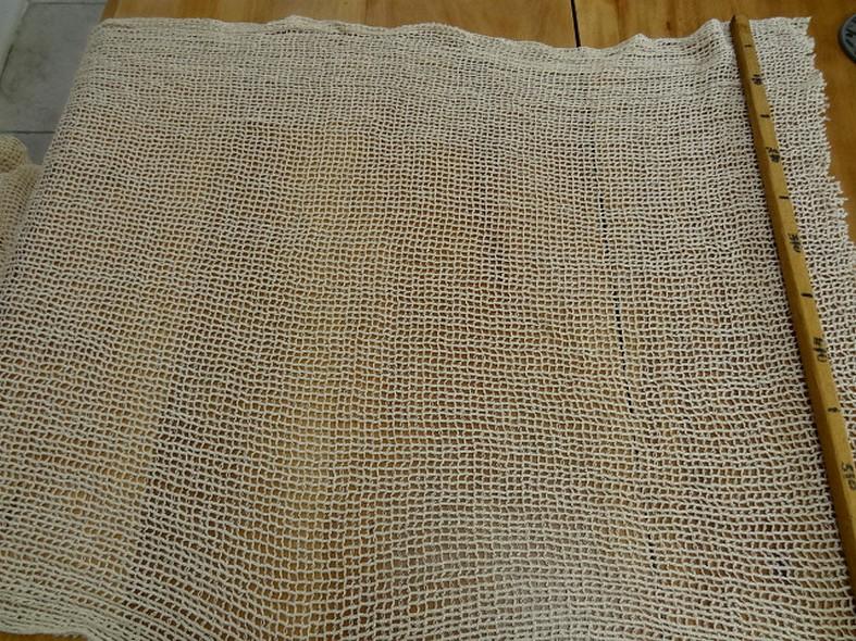 Maille ou resille quadrillee large ecrue en coton lin 1