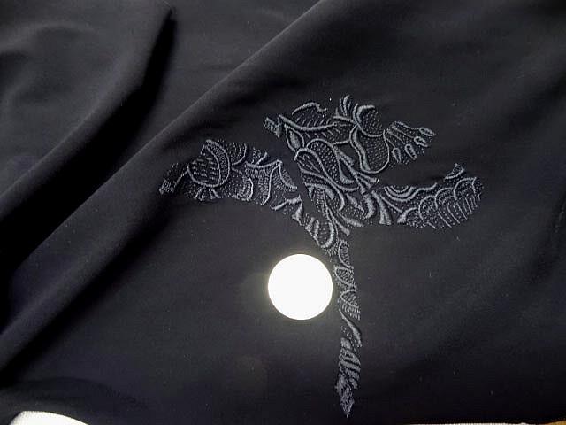 Motif fleur stylisee brodee noire sur lycra 1
