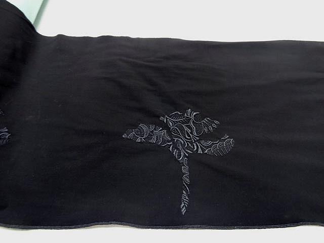 Motif fleur stylisee brodee noire sur lycra 2