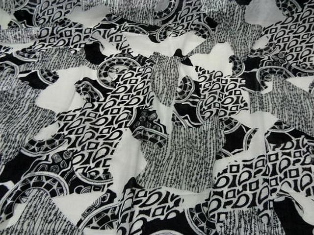 Mousseline blanche devoree velours motif celte noir et blanc 1