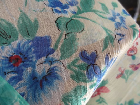 Mousseline crépon polyester grège fleuri 03
