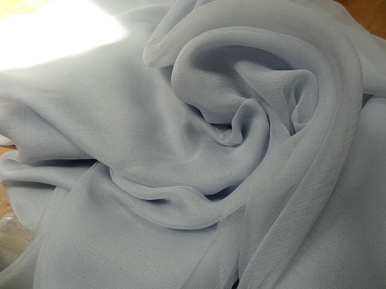 Mousseline de soie bleu clair fume 4