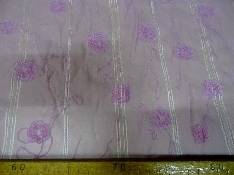Mousseline de soie brodee et ajouree teinte orchidee 8