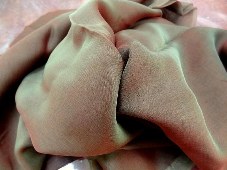 Mousseline de soie changeante kaki rouge 2