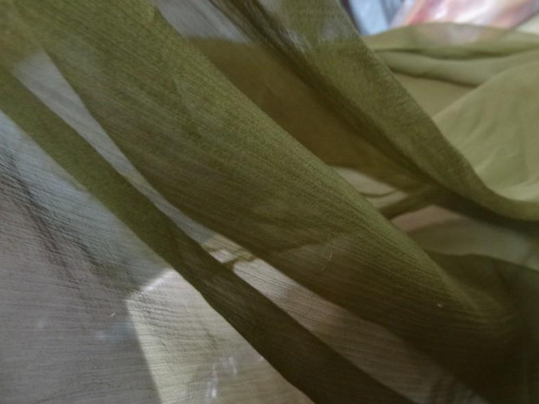 Mousseline de soie chiffon teinte olive 1