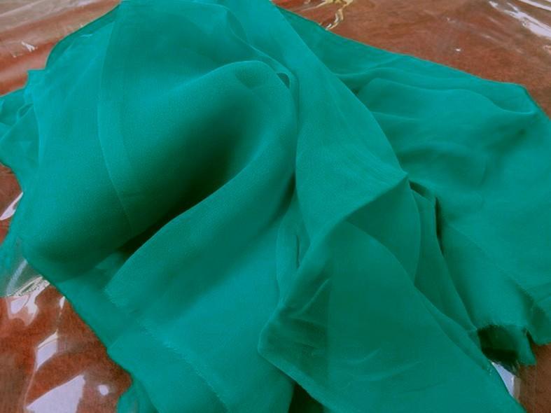 Mousseline de soie lisse bleu vert fonce 2