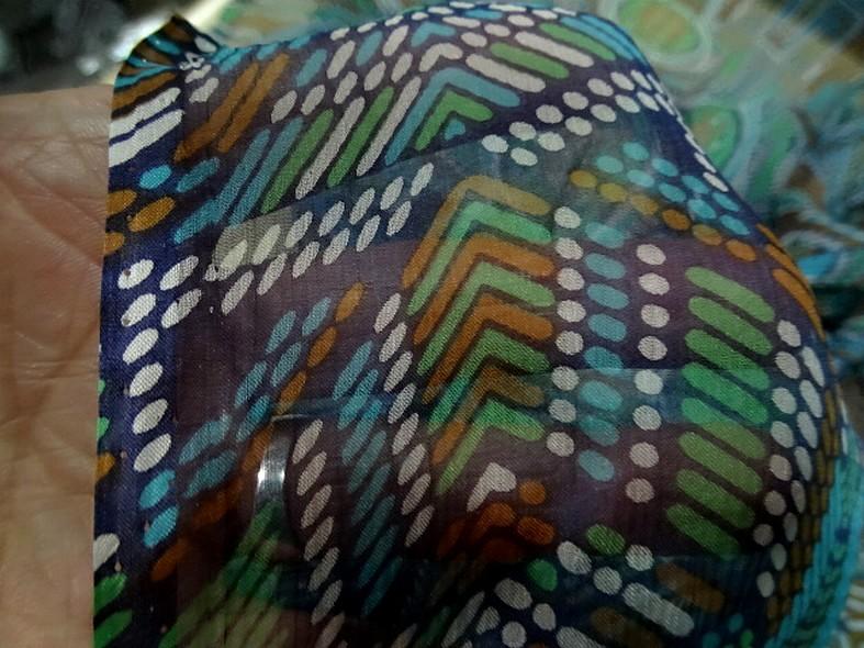 Mousseline de soie motif ethnique bleu vert 1
