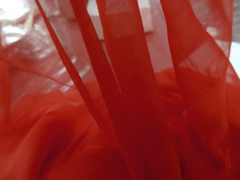 Mousseline de soie teinte rouge tomate 1