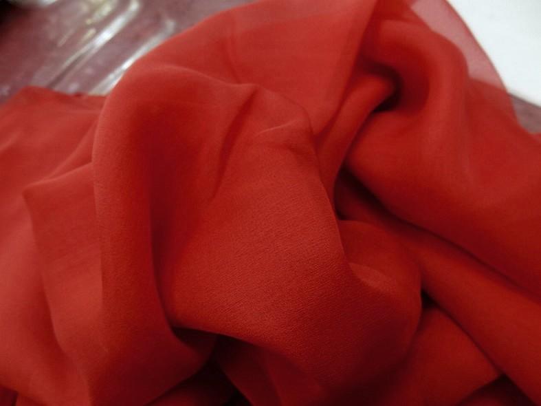 Mousseline de soie teinte rouge tomate 2