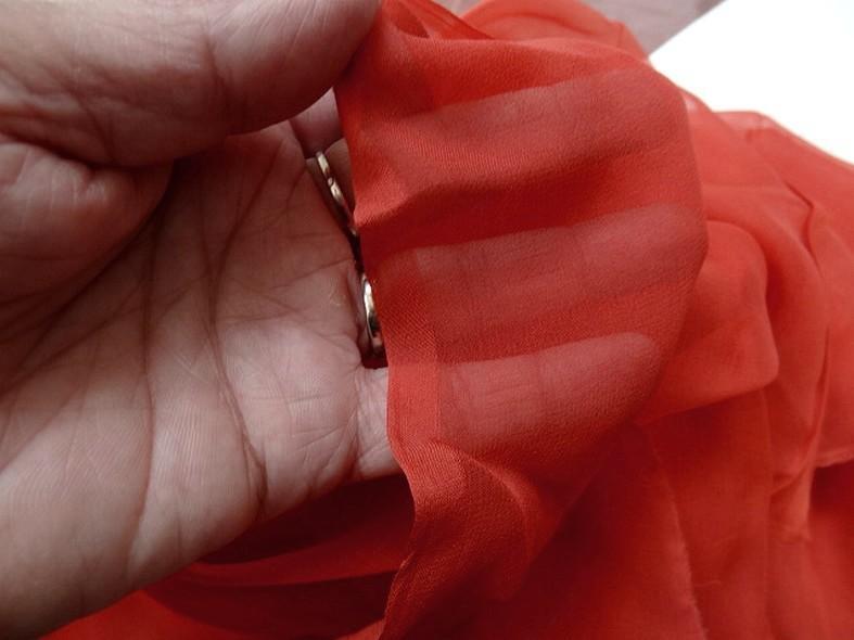 Mousseline de soie teinte rouge tomate 3
