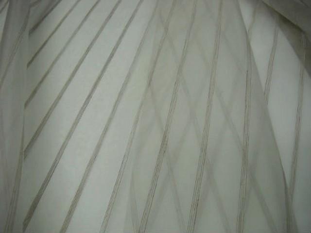 Organza blanc brode raye fil lin 1