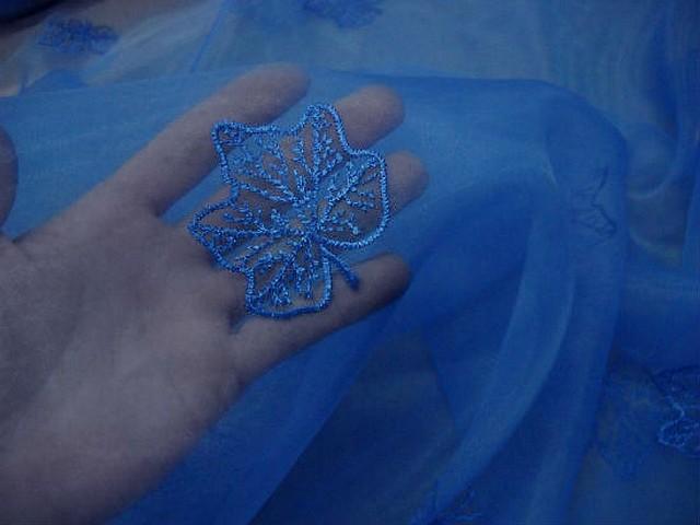 Organza bleu electrique surbrode feuillage 1