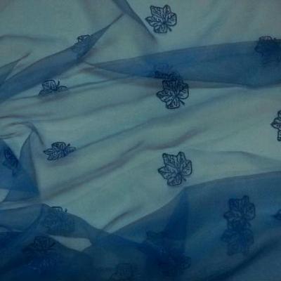 Organza bleu electrique surbrode feuillage 2